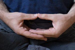Handen in meditatiehouding
