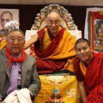 Foto van Dalai Lama, Gelek Rimpoche en Demo Rinpoche